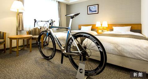 全館Wi-Fi完備、自転車を持ち込める広い客室